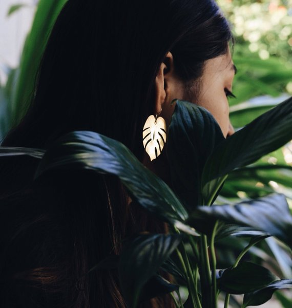 Plantspiration - for plant lovers: Featuring this Monstera Earrings from ByMarielaBelen on #VibeAlchemist www.vibealchemist.com #monstera