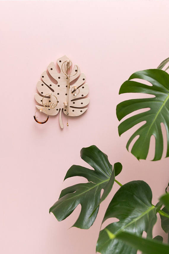Plantspiration - for plant lovers: Featuring this Monstera leaf pegboard by littleanana on #VibeAlchemist www.vibealchemist.com #monstera