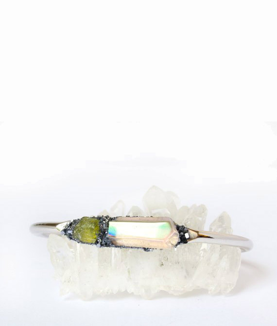 August Birthstone: Peridot. This raw peridot and angel quartz bracelet is from LeaSpirit and makes a great gift for Leos. #peridot #AugustBirthstone #vibealchemist